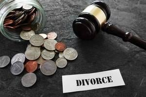 Choosing Whether to File for Bankruptcy Before or After Divorce