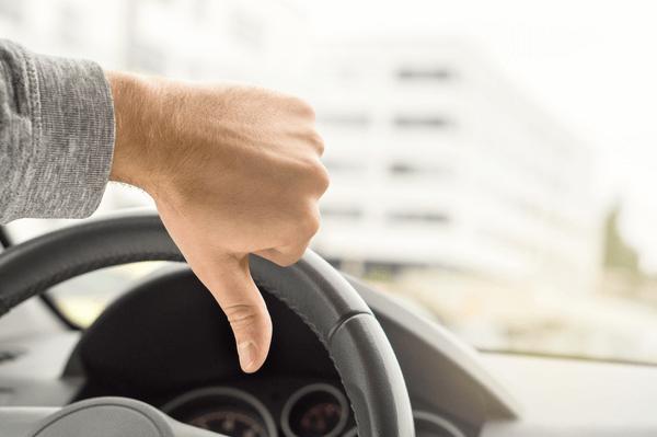 Malos Hábitos al Conducir que Podemos Eliminar en el 2018