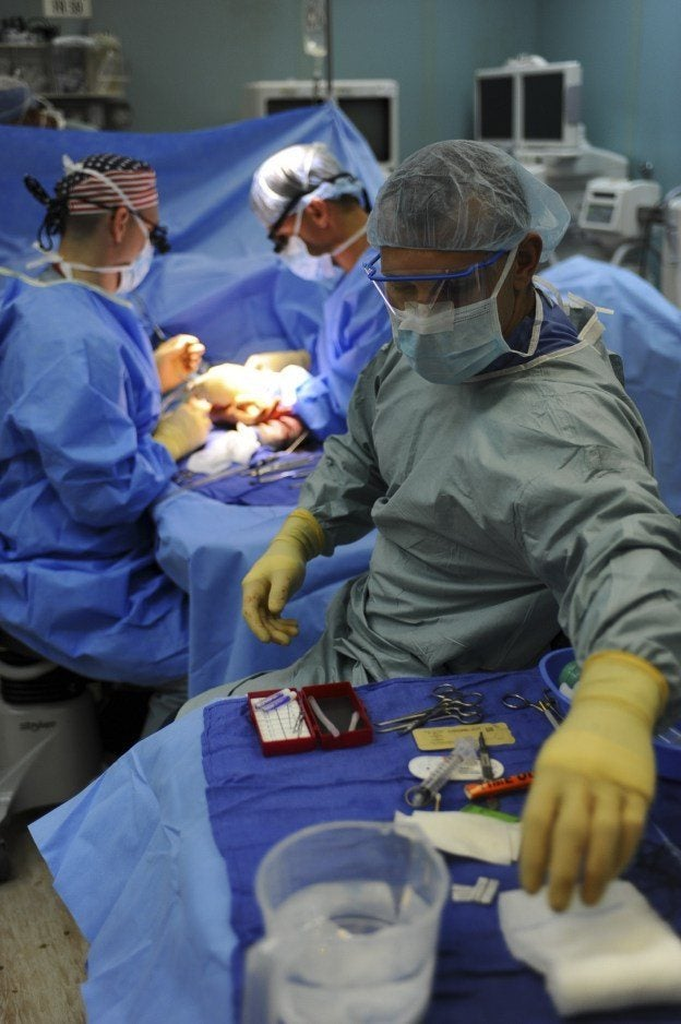 doctor using unsafe medical device during surgery supports medical device liability claim